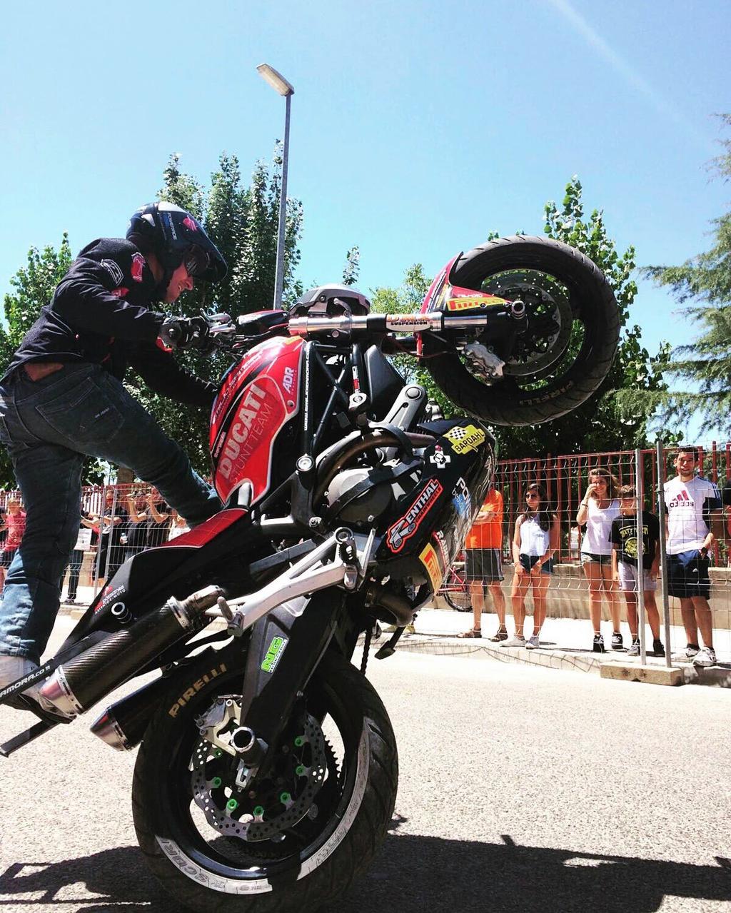 14-sixty-rider-festival_2016_julian_simon_club_emilio_zamora_ducati_stunt_team_motor_show_freestyle_moto_espectaculo_exhibicion_wheelie_ng_motocorse_adr_graphics_nzi_lolopamanes_ducatistas_