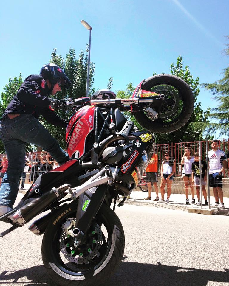 2-sixty-rider-festival_2016_emilio_zamora_ducati_stunt_team_motor_show_renthal_bardahl_ng-brakes_pirelli