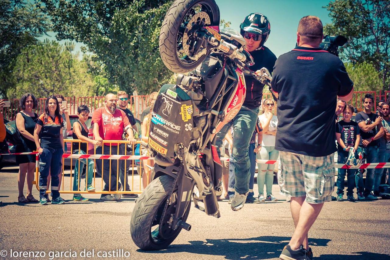 3-sixty-rider-festival_2016_julian_simon_club_emilio_zamora_ducati_stunt_team_motor_show_freestyle_moto_espectaculo_exhibicion_bardahl_wheelie_monster_powerade_extreme_sports_stunty