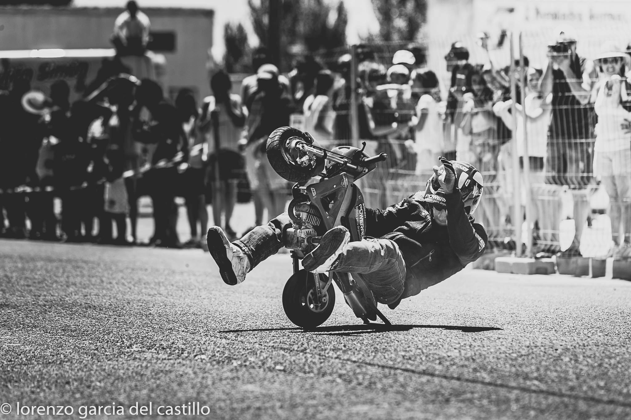 6-sixty-rider-festival_2016_julian_simon_club_emilio_zamora_ducati_stunt_team_motor_show_freestyle_moto_espectaculo_exhibicion_minibike_pocketbike_polini_wheelie_mini_moto