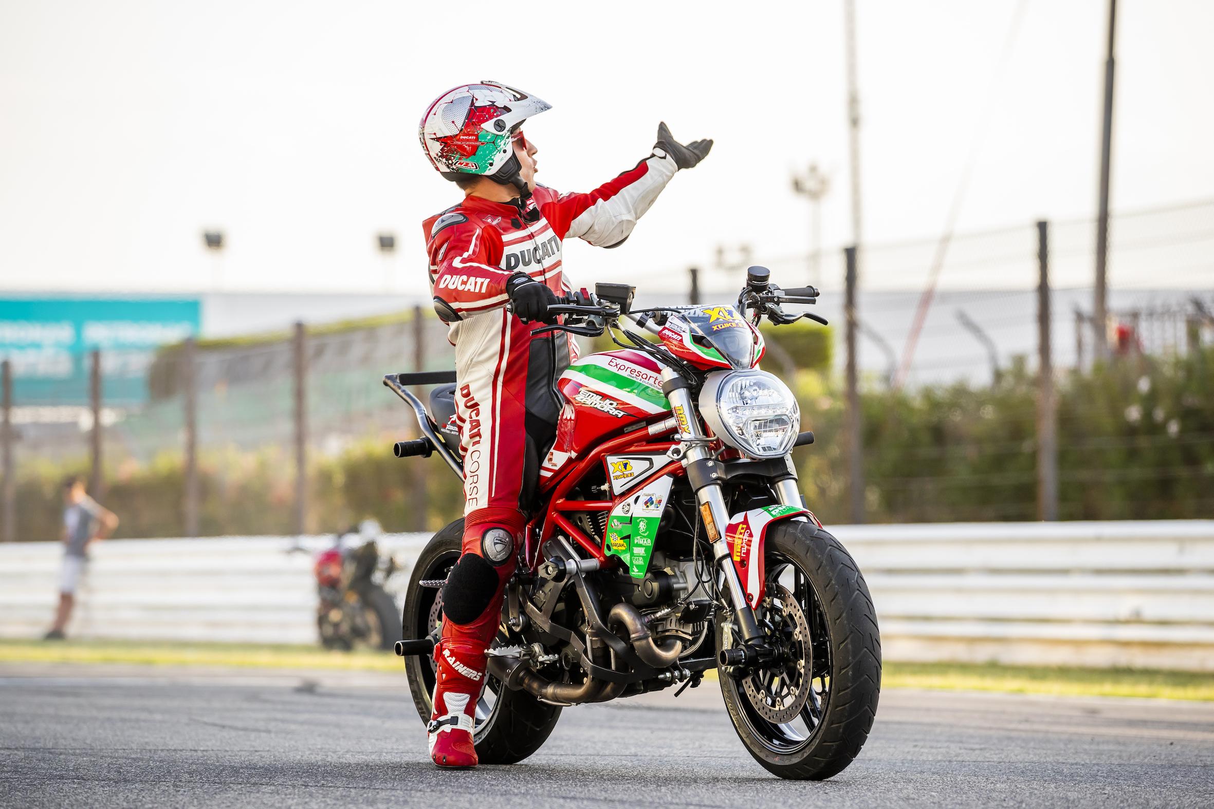 006_WORLD DUCATI WEEK_JUAN SANZ PHOTOGRAPHY_EMILIO_ZAMORA_STUNT_TEAM_MOTOR_SHOW_RIDER_MISANO_ITALIA_WDW 2018