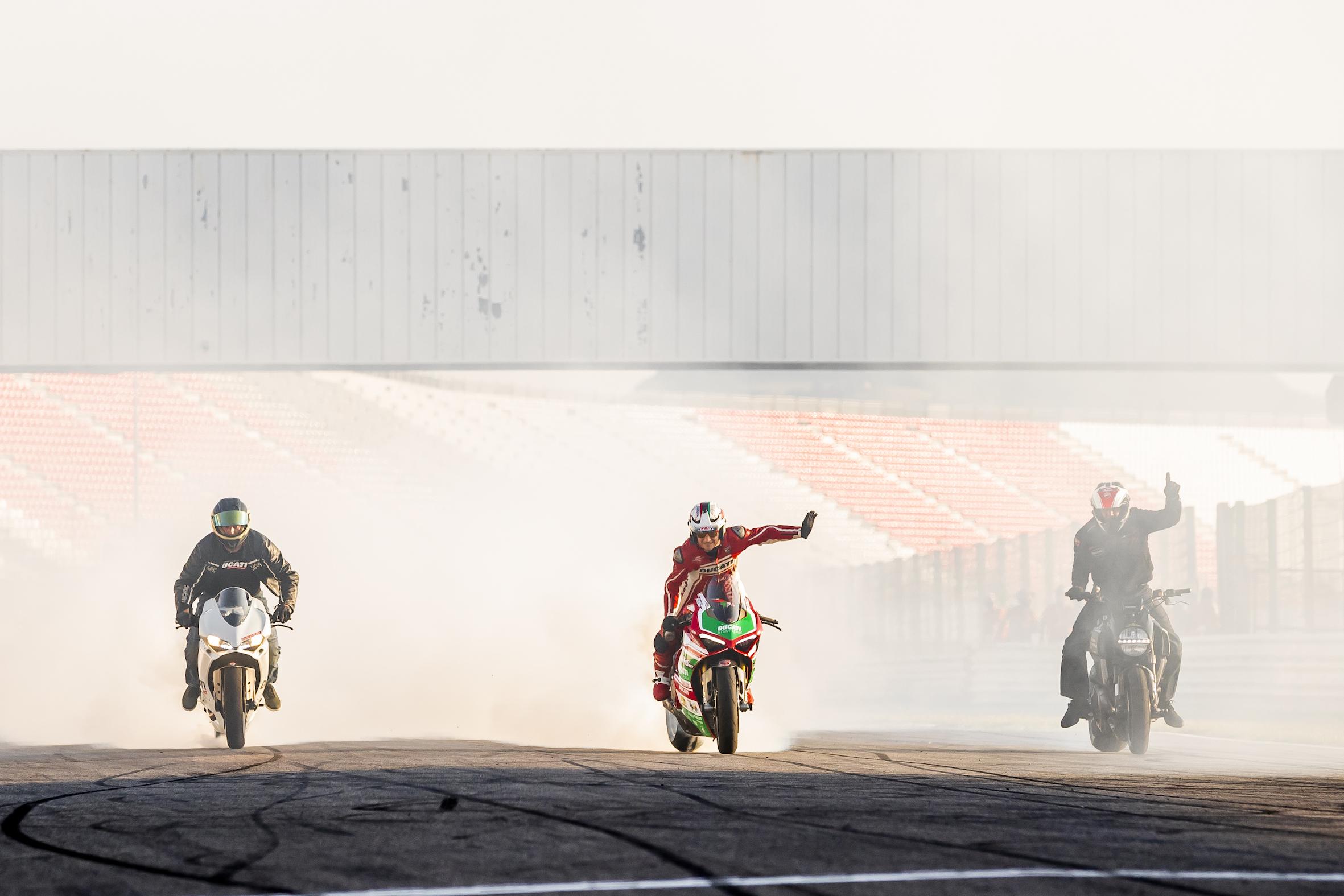 010_WORLD DUCATI WEEK_JUAN SANZ PHOTOGRAPHY_EMILIO_ZAMORA_STUNT_TEAM_MOTOR_SHOW_RIDER_MISANO_ITALIA_WDW 2018