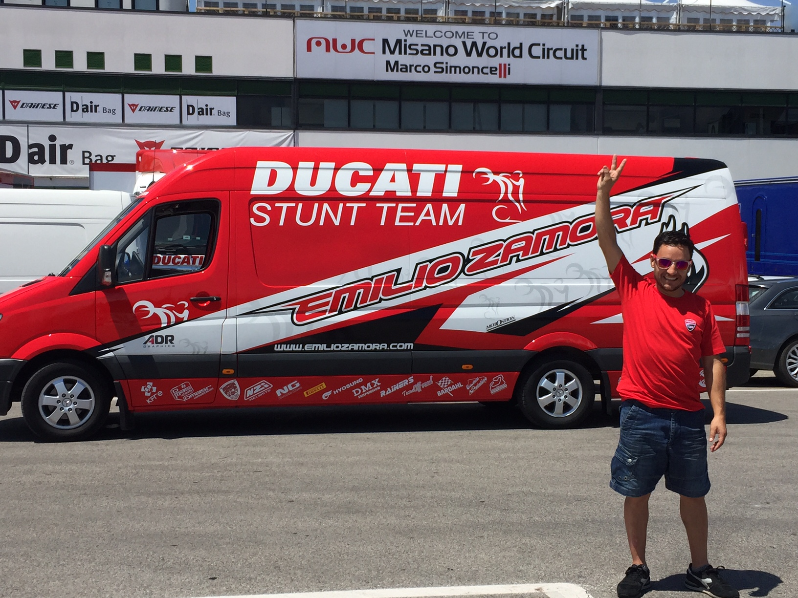 world_ducati_week_2016_wdw_stunt_team_moto_show_motor_exhibicion_espectaculo_ducatistas_doc_misano_italy_italia_rimini_wheelie_stoppie_burnout_panigale_diavel_monster_freestyle_1
