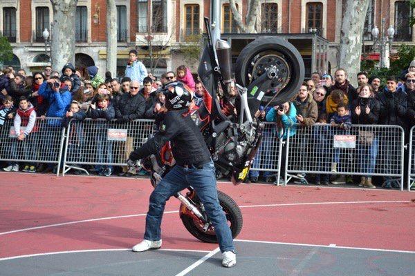 mojados_valladolid_enero_emilio_zamora_ducati_stunt_team_motor_show_espectaulo_moto_limit-stoppie_monster_adrenalina_extreme