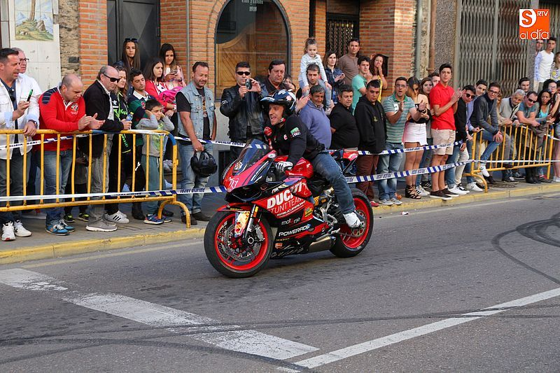 concentracion-motera-guijuelo_salamanca_emilio_zamora_ducati_stunt_team_motor_show_espectacular_exhibicion_moto-10