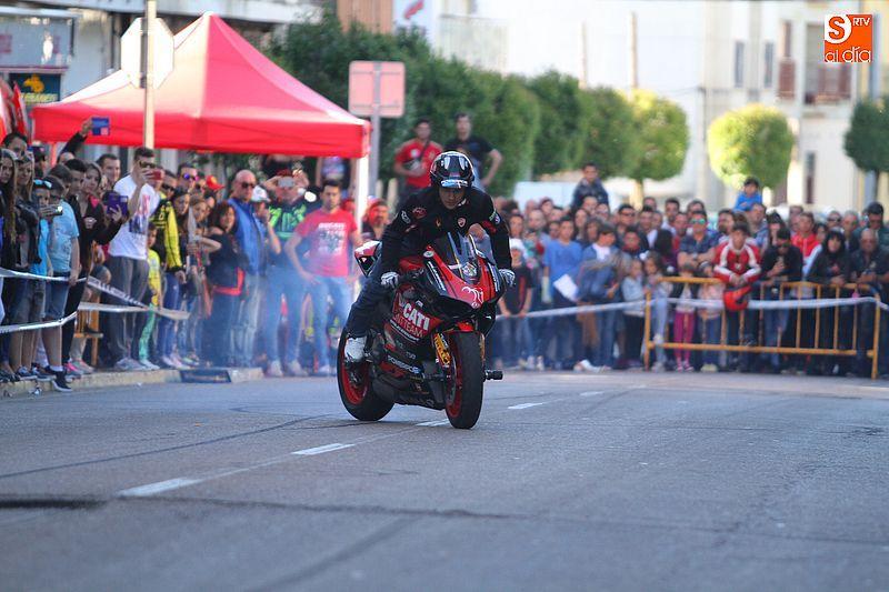 concentracion-motera-guijuelo_salamanca_emilio_zamora_ducati_stunt_team_motor_show_espectacular_exhibicion_moto-11