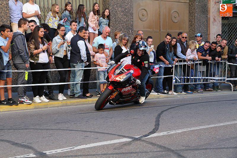 concentracion-motera-guijuelo_salamanca_emilio_zamora_ducati_stunt_team_motor_show_espectacular_exhibicion_moto-13