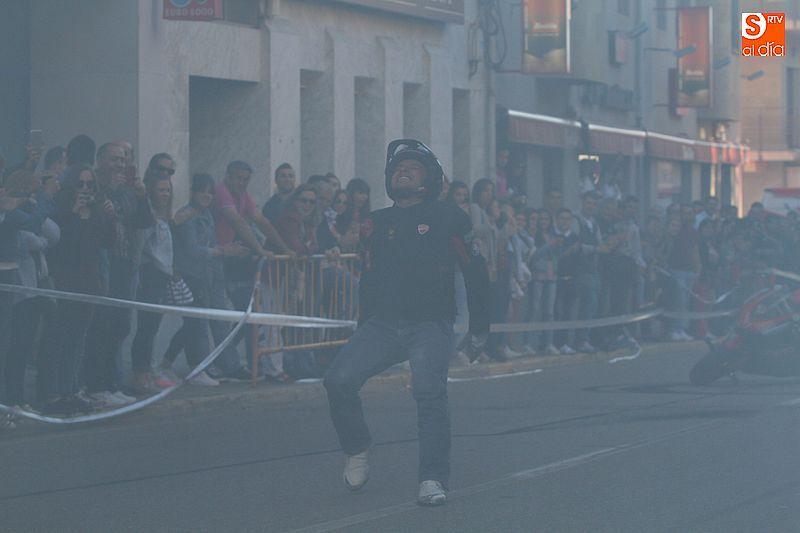 concentracion-motera-guijuelo_salamanca_emilio_zamora_ducati_stunt_team_motor_show_espectacular_exhibicion_moto-14