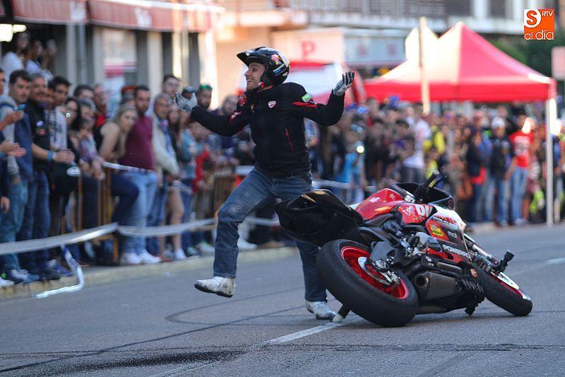 concentracion-motera-guijuelo_salamanca_emilio_zamora_ducati_stunt_team_motor_show_espectacular_exhibicion_moto-15