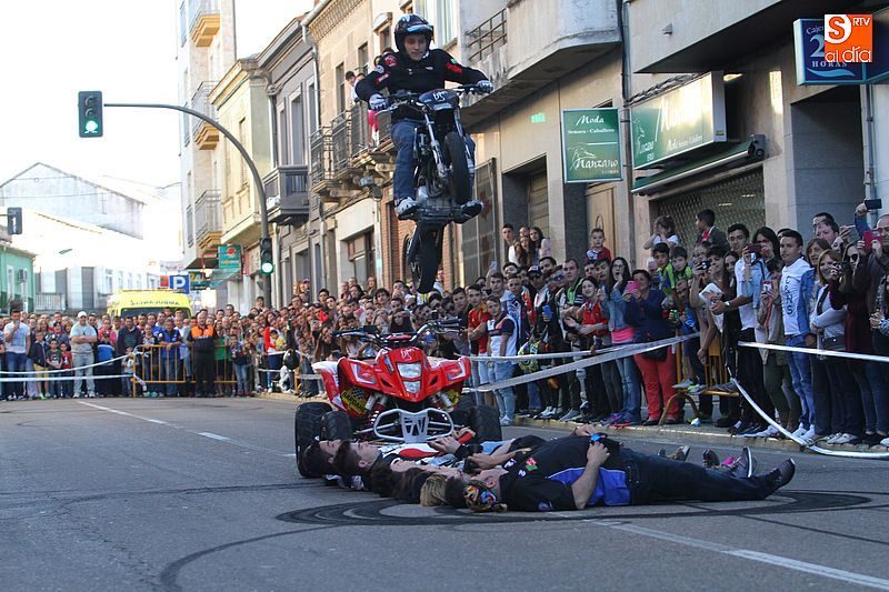 concentracion-motera-guijuelo_salamanca_emilio_zamora_ducati_stunt_team_motor_show_espectacular_exhibicion_moto-19