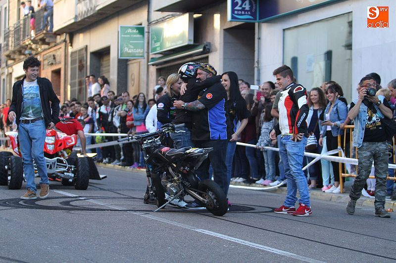 concentracion-motera-guijuelo_salamanca_emilio_zamora_ducati_stunt_team_motor_show_espectacular_exhibicion_moto-20