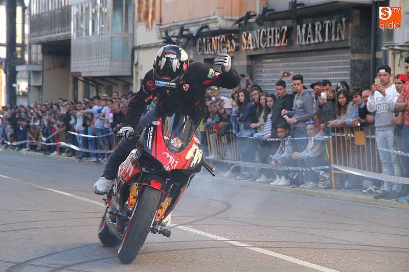concentracion-motera-guijuelo_salamanca_emilio_zamora_ducati_stunt_team_motor_show_espectacular_exhibicion_moto-4
