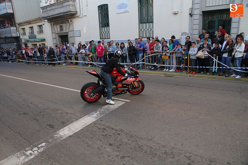 concentracion-motera-guijuelo_salamanca_emilio_zamora_ducati_stunt_team_motor_show_espectacular_exhibicion_moto-6