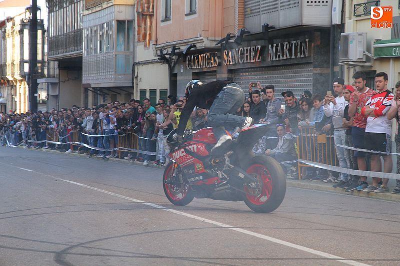 concentracion-motera-guijuelo_salamanca_emilio_zamora_ducati_stunt_team_motor_show_espectacular_exhibicion_moto-7