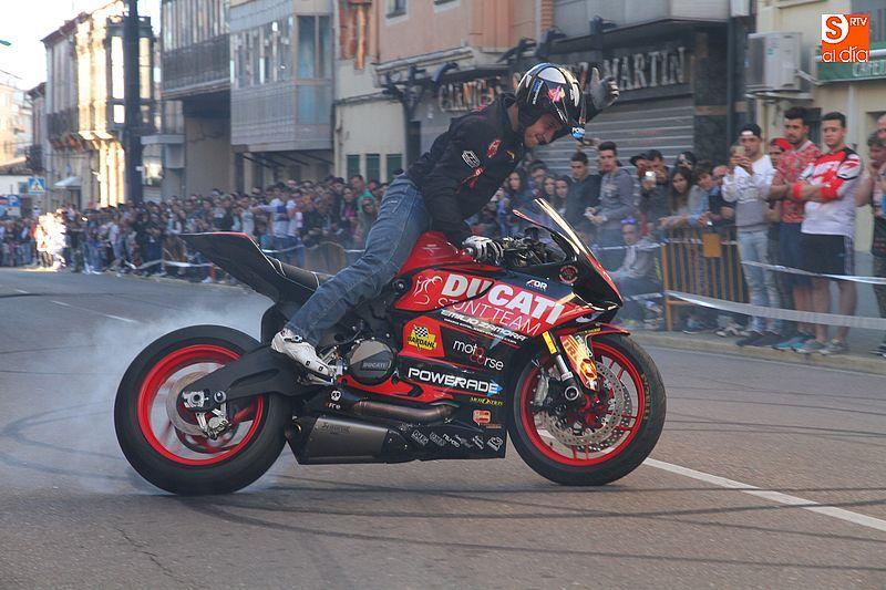 concentracion-motera-guijuelo_salamanca_emilio_zamora_ducati_stunt_team_motor_show_espectacular_exhibicion_moto-8