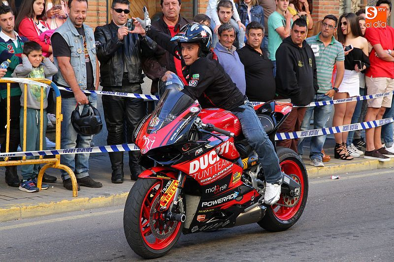 concentracion-motera-guijuelo_salamanca_emilio_zamora_ducati_stunt_team_motor_show_espectacular_exhibicion_moto-9
