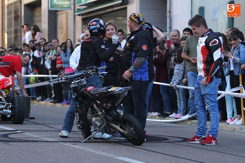 concentracion-motera-guijuelo_salamanca_emilio_zamora_ducati_stunt_team_motor_show_espectacular_exhibicion_moto_amazing_great_1