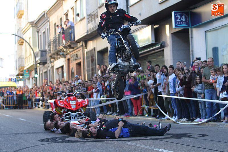 concentracion-motera-guijuelo_salamanca_emilio_zamora_ducati_stunt_team_motor_show_espectacular_exhibicion_moto_amazing_great_2
