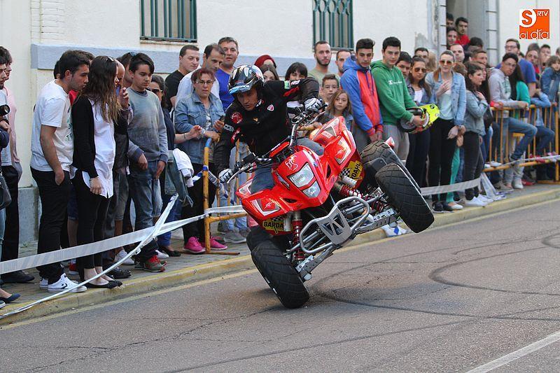 concentracion-motera-guijuelo_salamanca_emilio_zamora_ducati_stunt_team_motor_show_espectacular_exhibicion_moto_amazing_great_bardahl_nzi_rainers_quad_wheels_enjoy_public_1