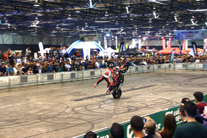2ruedas_feria-valencia_emilio_zamora_ducati_stunt_team_2016_feria_moto_show_22