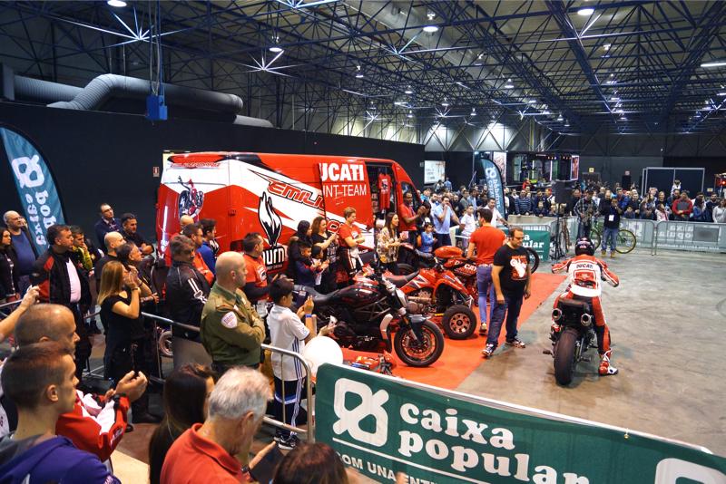 2ruedas_feria-valencia_emilio_zamora_ducati_stunt_team_2016_feria_moto_show_6