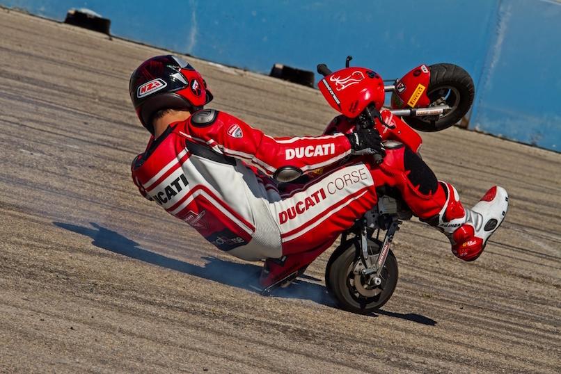 18_VALENCIA NASCAR FEST_CIRCUIT RICARDO TORMO_CHESTE_EMILIO_ZAMORA_DUCATI_STUNT_TEAM_MOTOR_SHOW_ESPECTACULO_MOTO_PANIGALE_MONSTER_XDIAVEL_DRIFT_BURNOUT_WHEELIE_STOPPIE_LEGEND CAR_2017