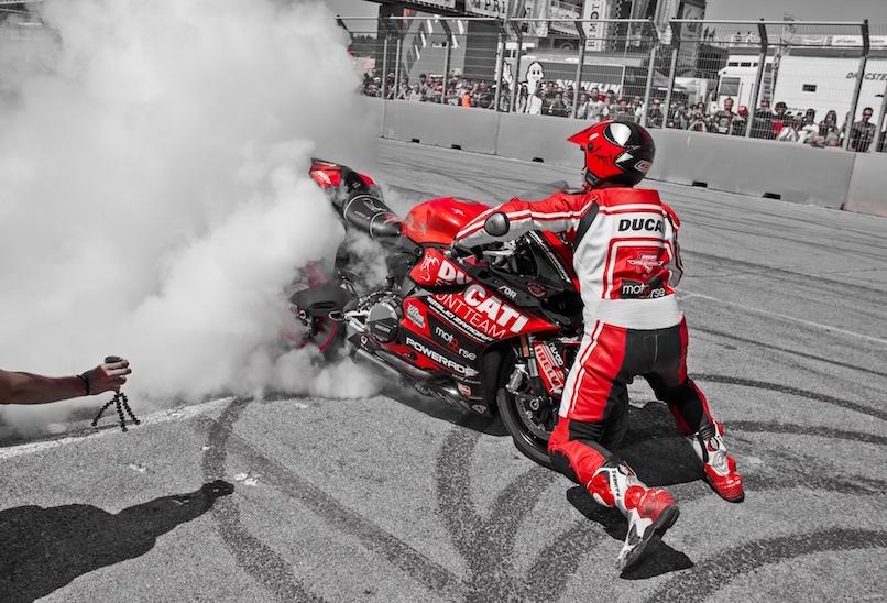 29_VALENCIA NASCAR FEST_CIRCUIT RICARDO TORMO_CHESTE_EMILIO_ZAMORA_DUCATI_STUNT_TEAM_MOTOR_SHOW_ESPECTACULO_MOTO_PANIGALE_MONSTER_XDIAVEL_DRIFT_BURNOUT_WHEELIE_STOPPIE_LEGEND CAR_2017
