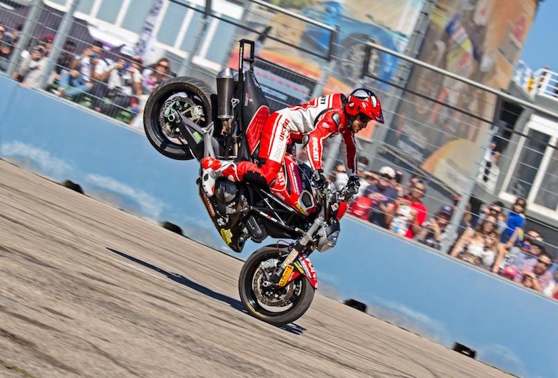 40_VALENCIA NASCAR FEST_CIRCUIT RICARDO TORMO_CHESTE_EMILIO_ZAMORA_DUCATI_STUNT_TEAM_MOTOR_SHOW_ESPECTACULO_MOTO_PANIGALE_MONSTER_XDIAVEL_DRIFT_BURNOUT_WHEELIE_STOPPIE_LEGEND CAR_2017