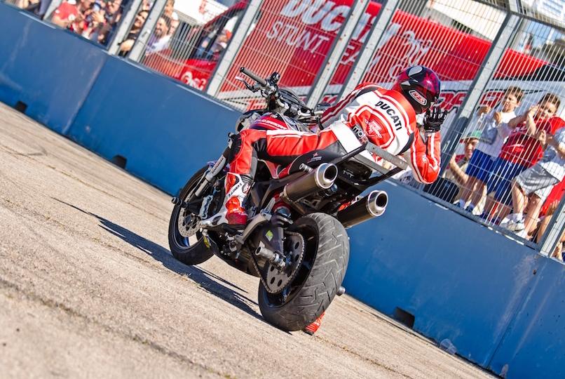 42_VALENCIA NASCAR FEST_CIRCUIT RICARDO TORMO_CHESTE_EMILIO_ZAMORA_DUCATI_STUNT_TEAM_MOTOR_SHOW_ESPECTACULO_MOTO_PANIGALE_MONSTER_XDIAVEL_DRIFT_BURNOUT_WHEELIE_STOPPIE_LEGEND CAR_2017