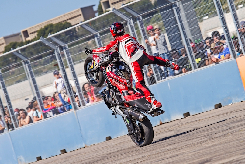 43_VALENCIA NASCAR FEST_CIRCUIT RICARDO TORMO_CHESTE_EMILIO_ZAMORA_DUCATI_STUNT_TEAM_MOTOR_SHOW_ESPECTACULO_MOTO_PANIGALE_MONSTER_XDIAVEL_DRIFT_BURNOUT_WHEELIE_STOPPIE_LEGEND CAR_2017