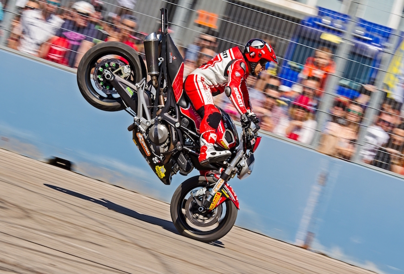 46_VALENCIA NASCAR FEST_CIRCUIT RICARDO TORMO_CHESTE_EMILIO_ZAMORA_DUCATI_STUNT_TEAM_MOTOR_SHOW_ESPECTACULO_MOTO_PANIGALE_MONSTER_XDIAVEL_DRIFT_BURNOUT_WHEELIE_STOPPIE_LEGEND CAR_2017