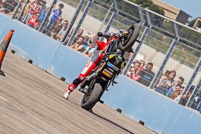 47_VALENCIA NASCAR FEST_CIRCUIT RICARDO TORMO_CHESTE_EMILIO_ZAMORA_DUCATI_STUNT_TEAM_MOTOR_SHOW_ESPECTACULO_MOTO_PANIGALE_MONSTER_XDIAVEL_DRIFT_BURNOUT_WHEELIE_STOPPIE_LEGEND CAR_2017