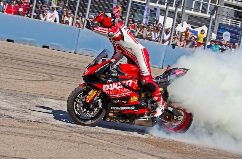 48_VALENCIA NASCAR FEST_CIRCUIT RICARDO TORMO_CHESTE_EMILIO_ZAMORA_DUCATI_STUNT_TEAM_MOTOR_SHOW_ESPECTACULO_MOTO_PANIGALE_MONSTER_XDIAVEL_DRIFT_BURNOUT_WHEELIE_STOPPIE_LEGEND CAR_2017