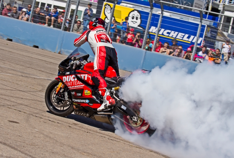 49_VALENCIA NASCAR FEST_CIRCUIT RICARDO TORMO_CHESTE_EMILIO_ZAMORA_DUCATI_STUNT_TEAM_MOTOR_SHOW_ESPECTACULO_MOTO_PANIGALE_MONSTER_XDIAVEL_DRIFT_BURNOUT_WHEELIE_STOPPIE_LEGEND CAR_2017